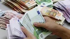 Consecințele deprecierii leului. Rezervele valutare ale BNR au scăzut dramatic