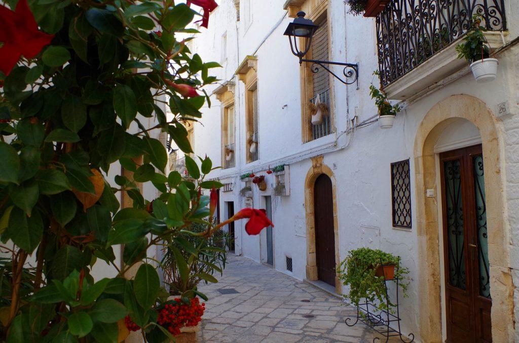 (P) Vacanță estivală în ținutul roșu al Italiei, Puglia