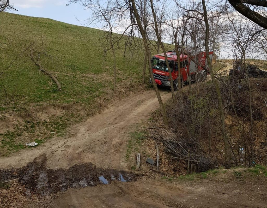 Pompierii au ajuns cu greu la fața locului