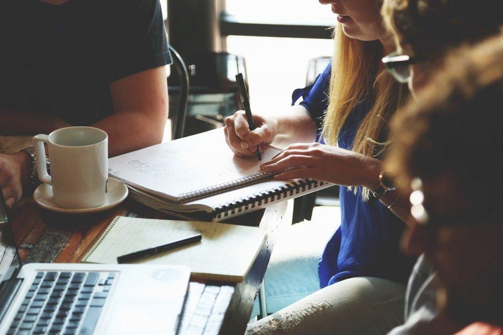 Comunicarea la locul de muncă reduce gradul de confuzie