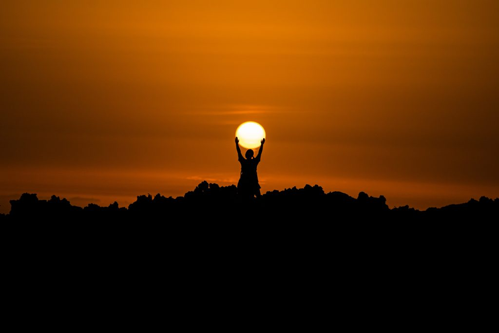 Soarele este Simbol în poezia Riga Crypto și lapona Enigel