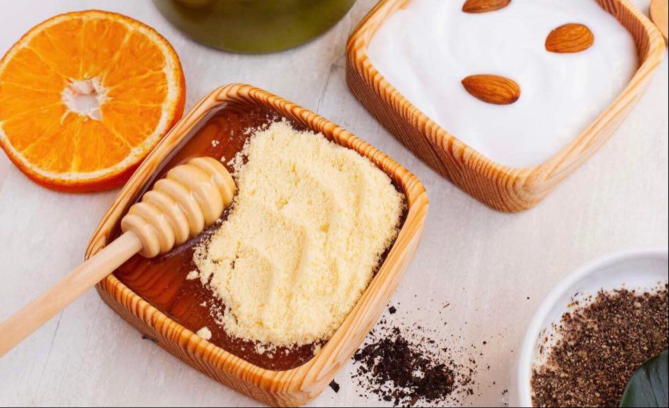 Mască de față împotriva ridurilor cu portocale și miere de albine