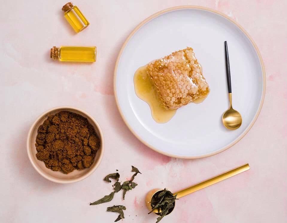 măști de față împotriva ridurilor cu miere de albine și cafea
